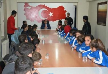 Kaymakam Alibeyoğlu sporcu öğrencileri kabul etti