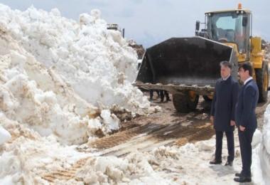 Nemrut Kalderası yolunda karla mücadele çalışması devam ediyor