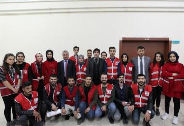 Rektör Yardım'dan kan bağışı kampanyasına destek