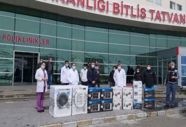 Tatvan'daki sağlık çalışanlarına beyaz eşya ve küçük ev aletleri bağışında bulunuldu