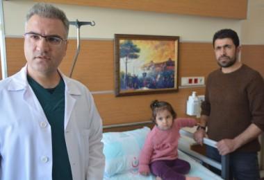 Gözyaşı şikayetiyle hastaneye götürülen çocuğun burnundan kağıt çıktı