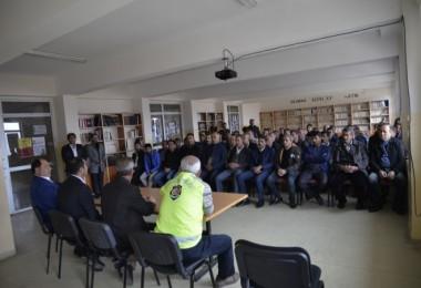 Mutki'deki öğrenciler ve servis sürücülerine seminer düzenlendi