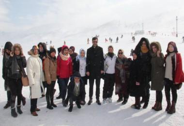 Bitlis Belediyesi kursiyeri için kayak etkinliği düzenlendi