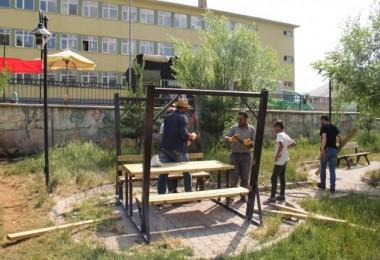 Bitlis'teki parklarda sürekli temizlik yapılıyor