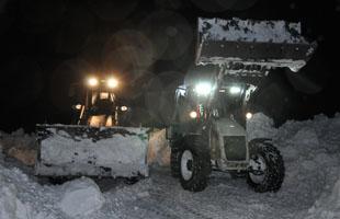 Yolda mahsur kalan köylüler belediye ve özel idare ekipleri tarafından kurtarıldı