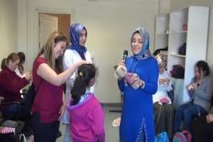 Lösemili çocuklar için Bitlisli kadınlar bebek örüyor - Bitlis Bülten
