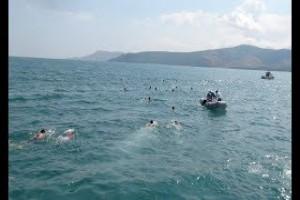 Tatvan'da 60 gönüllü 5 kilometreyi 4 saatte yüzdü - Bitlis Bülten