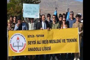 Van Gölü sahilinde öğrencilerin temizlik etkinliği - Bitlis Bülten