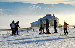 Nemrut Kayak Merkezi yoğun ilgi görüyor