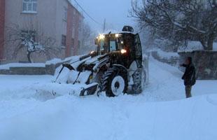 Tatvan'da kar temizleme çalışmaları aralıksız devam ediyor